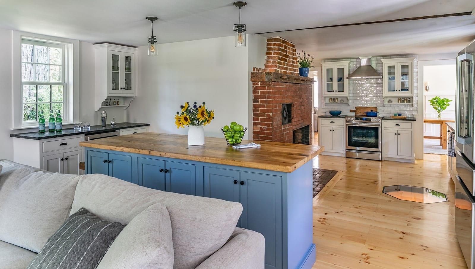 Hidden Farmhouse Wishing Well Historic Topsfield MA a Kitchen