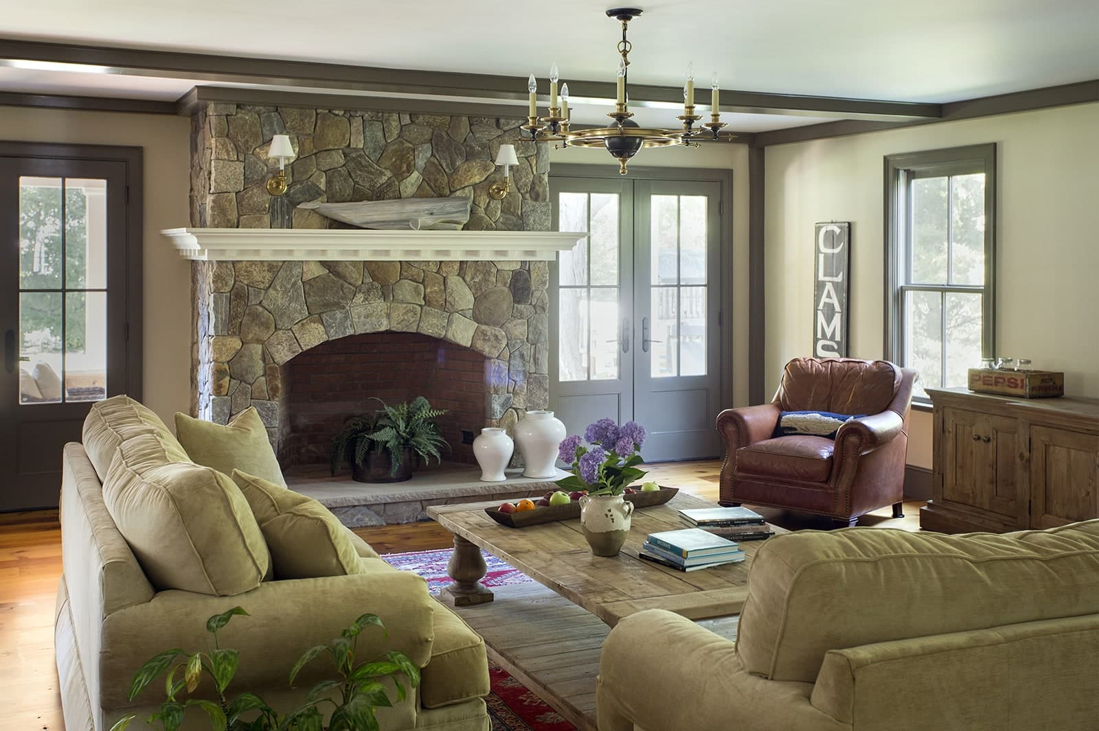Lynnfield MA Farmhouse Living Room