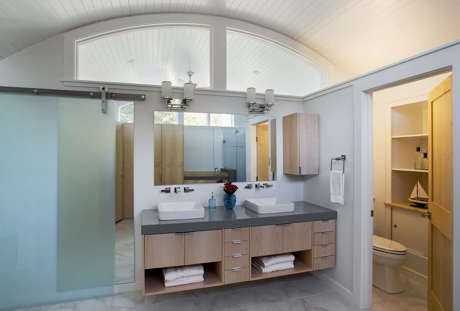 The Wave Oceanfront Beach Ipswich MA Bathroom